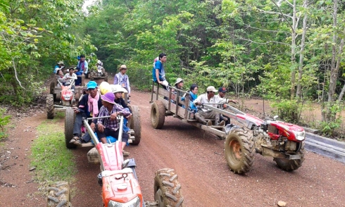 Students from Phnom Penh are heading in the forest of Prey Lang, where there are many illegal logging always happen. (KT Photo: Chea Vannak)