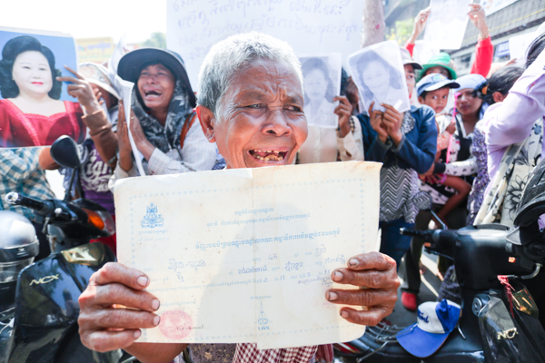 Around 65 Villagers from Kampong Speu province weep as they hold banner infront fo the National Assembly to push the provincial court into releasing two of their leaders. Pix Vireak Mai