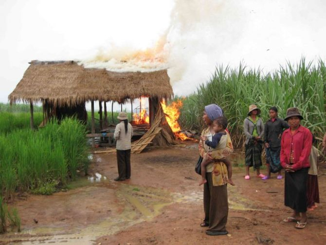 burning_house_in_oddar_meanchey_