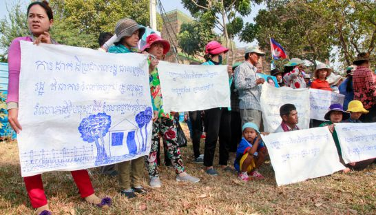 chroy_changvar_residente_protest_at_the_national_assembly_yesterday_10_03_2016_heng_chivoan