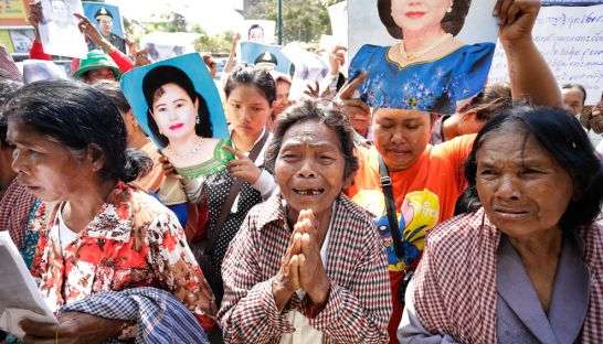 people_from_kampong_speu_protested_at_national_assembly_14_03_2016_hong_menea