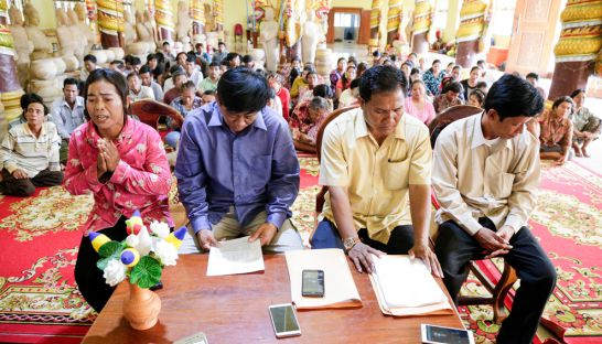 people_from_preah_vihears_choam_ksan_district_gather_at_samaki_raingsey_pagoda_to_voice_their_concerns_over_a_land_dispute_23_12_2015_hong_menea