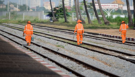 workers_check_the_train_tracks_at_phnom_penh_railway_station_22_08_2012_meng_kimlong