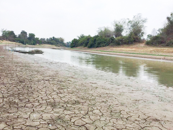 Drought in Banthey Meachey province . MP urge to ministry of economic granted money to 18 provinces are facing drought for buy water to supply to villagers.Pix Supplied