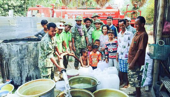 authorities_distribute_water_to_villages_facing_a_water_shortage_in_siem_reap_19_04_2016_supplied