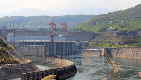 photo_of_jinghong_dam_in_china_on_the_mekong_09_03_2015_international_rivers_0
