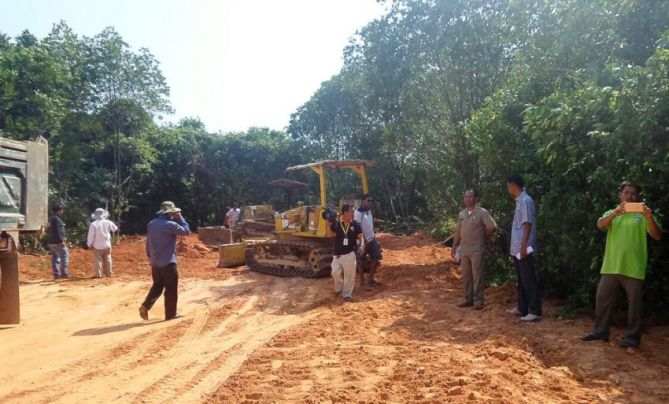 new_canal_construction_inspected_by_authorities_in_sihanoukville_province_earlier_this_year_after_mangroves_were_destroyed_20_02_2016_sup