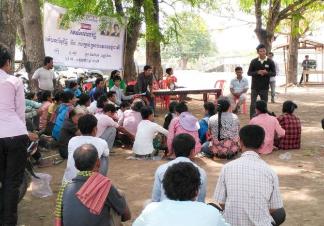 people_gather_for_a_public_forum_in_preah_vihear_before_authorities_shut_it_down_09_05_2016_supplied