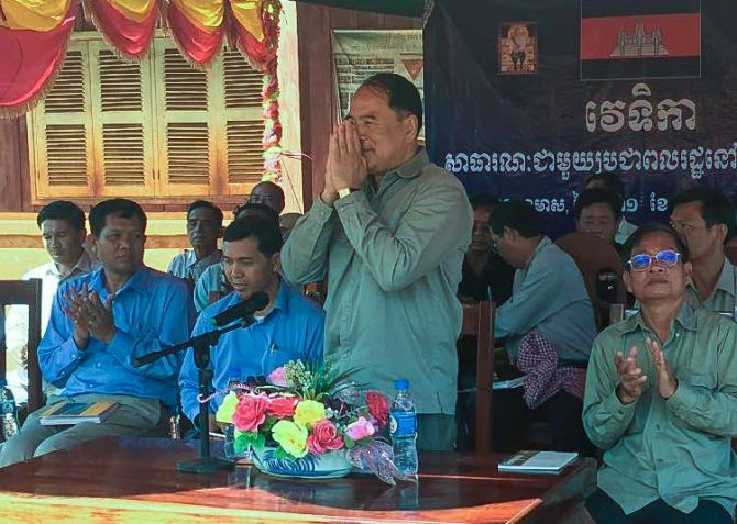 ly_touch_greets_villagers_at_a_national_working_group_in_ratanakiri_31_05_2016_supplied