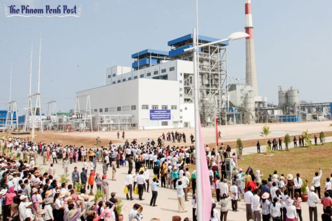 visitors_look_over_cambodias_first_operational_coal-fired_power_plant_at_its_launch_in_preah_sihanouk_provinces_stung_hav_district_25_02_
