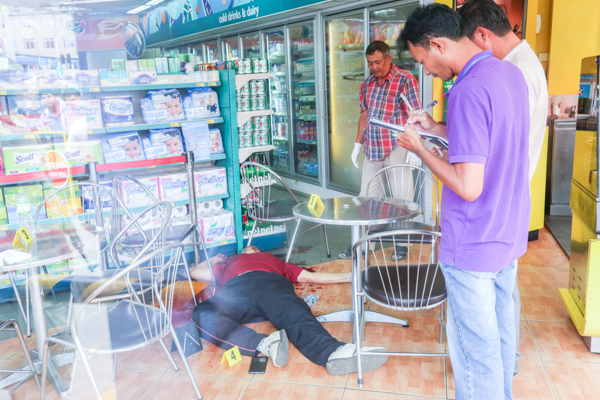 Prominent independent social researcher Kem Ley was shot dead by a gunman on Sunday morning about 9.30am at a mini-mart in Phnom Penh's Chamkar Mon district.Pix Chor Sokunthea