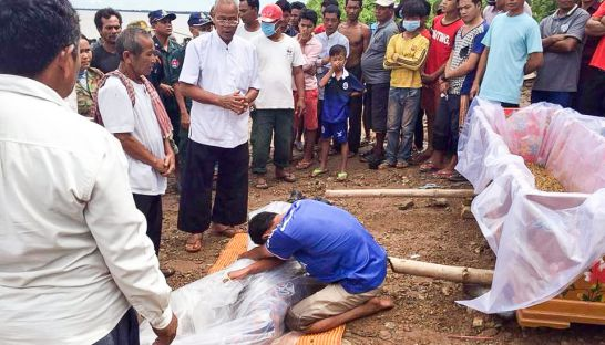 a_man_mouns_over_a_kratie_fisheries_officials_body_after_he_was_killed_ruing_a_storm_this_week_00_07_2016_supplied