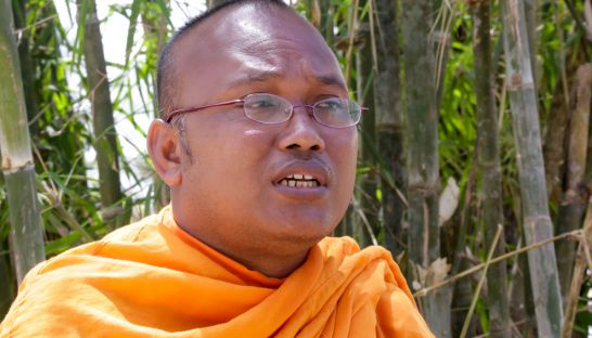 but_buntenh_leader_of_the_independent_monk_network_for_social_justice_at_kem_leys_funeral_in_takeo_earlier_this_week_25_07_2016_heng_chivoan