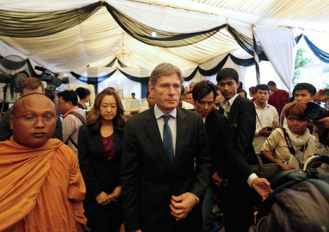 """U.S. Assistant Secretary of State for Democracy, Human Rights and Labor Tom Malinowski (C), leaves after he paid his respect to the body of Kem Ley, an anti-government figure and the head of grassroots advocacy group """"Khmer for Khmer"""" at a pagoda in Phnom Penh July 19, 2016. REUTERS/Samrang Pring"""