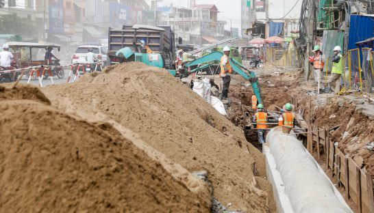 national_road_one_construction_yesterday_afternoon_on_the_outskirts_of_phnom_penh_12_07_2016_hong_menea