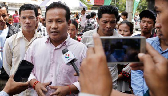 pao_sina_talks_to_the_media_at_the_phnom_penh_court_yesterday_14_07_2016_hong_menea