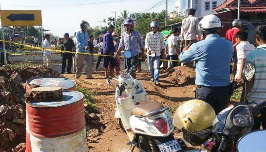 police_scene_for_traffic_accident_at_unfinish_bridge_in_kandal_province_25_07_2016_supplied