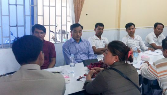 police_talk_to_ngo_workers_in_oddar_meanchey_on_monday_25_07_2016_supplied