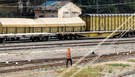 a_worker_inspects_train_tracks_at_the_phnom_penh_railway_station_earlier_this_year_19_04_2016_hong_menea