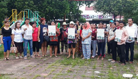 business_owners_from_ochheuteal_beach_protest_yesterday_at_the_sihanoukville_provincial_hall_12_09_2016_supplied