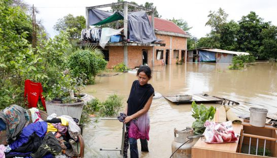 a_phnom_penh_resident_moves_her_possessions_to_dry_ground_yesterday_after_her_dangkor_district_house_was_inundated_by_flood_waters_17_10_2016_pha_lina