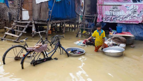 a_woman_does_her_laundry_in_knee_deep_water_yesterday_in_phnom_penhs_choeung_ek_commune_11_10_2016_pha_lina