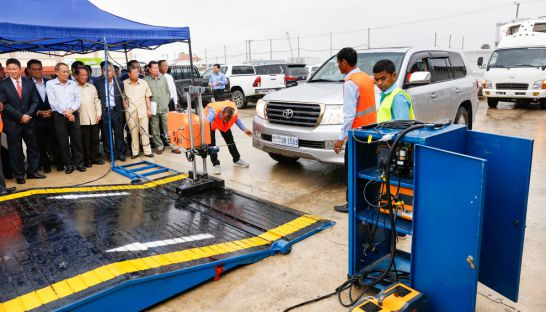 officials_prepare_to_demonstrate_a_mobile_vehicle_inspection_kiosk_yesterday_in_phnom_penh_11_10_2016_pha_lina
