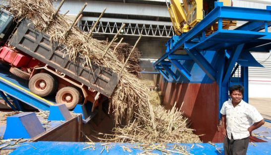 14_sugar_cane_is_unloaded_at_a_factory_in_koh_kong_in_2010_25_01_2010_heng_chivoan