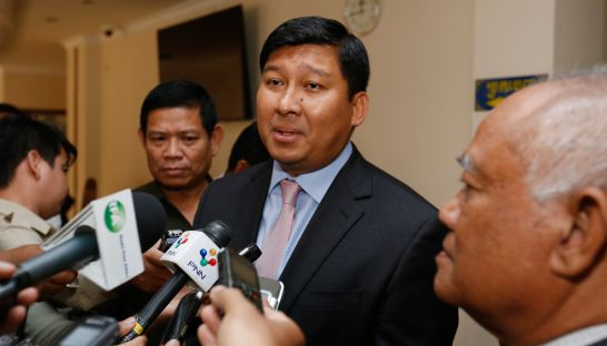 11_say_samal_minister_of_environment_speaking_meeting_with_pol_hom_at_national_assembly_pha_lina_04_01_2017