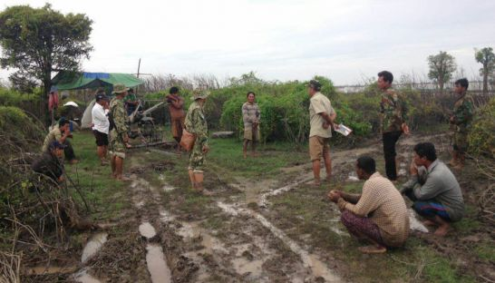 12_environment_officials_arrest_5_farmers_for_allegedly_cutting_down_the_flooded_forest_illegally_yesterday_in_pursat_province_supplied