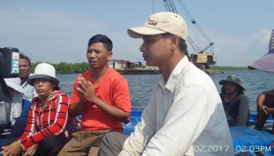 Villagers make a statement to local media asking authorities to stop dredging sand for a port development in Preah Sihanouk province earlier this month. Facebook