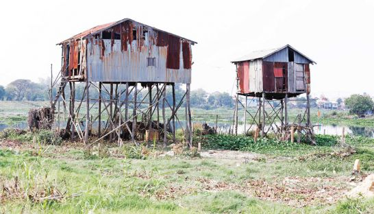 In Boeung Tumpun commune's Tnot Chhrom village, stilt homes stand uninhabited and dilapidated, as residents slowly leave for greener pastures owing to increasing water pollution and terrible sanitation. Sreng Meng Srun