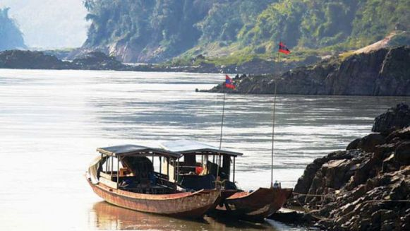 10_boats_dock_on_the_bank_of_the_mekong_river_in_northern_laos_earlier_last_year_at_the_planned_construction_site_for_the_pak_beng_dam_international_rivers_0