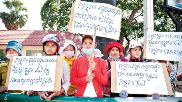 garment_workers_from_co-seek_factory_protest_outside_the_phnom_penh_municipal_court_in_2016._nearly_100_workers_are_still_fighting_a_court_case_for_unpaid_wages_two_years_later._hong_men